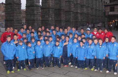 Foto de grupo junto al Acueducto - Enero 2011